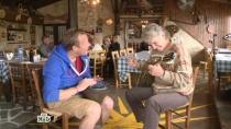 Приключение на Кипре: Джон Уоррен сыграл сиртаки вдуэте свиртуозом.НТВ.Ru: новости, видео, программы телеканала НТВ