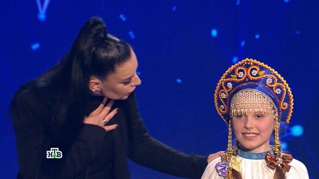 «Ты озарила здесь всё!»: <nobr>8-летняя</nobr> Арина Утемишева покорила жюри идала первый автограф