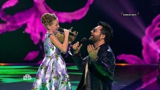 «Ты поешь сердцем!»: Арина получила море комплиментов от жюри испела слюбимым певцом— Алексеем Чумаковым