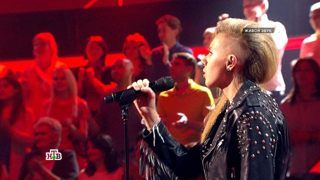 «Хор Дробыша» подпевал талантливой Кристине, представшей вобразе задорной рок-дивы.НТВ.Ru: новости, видео, программы телеканала НТВ