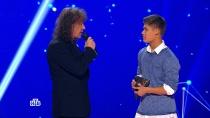Жюри высоко оценило выступление Влада из Казахстана, аавтор песни поблагодарил его за выбор композиции