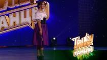 Элегантная Анжелла впечатлила выбором исторического танца иочаровала легкостью движений