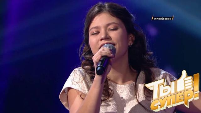 Зал провожал ее овацией! Вика из Татарстана окутала теплотой своего голоса сцену проекта «Ты супер!»