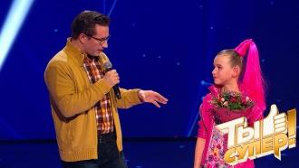Просто куколка! Ева подарила залу настроение праздника ипоработала ведущей впаре сВасилием Максименко