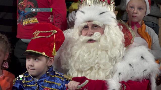 Песни, фокусы, хороводы иподарки: Дед Мороз вОмске устроил для всех волшебный праздник.НТВ.Ru: новости, видео, программы телеканала НТВ