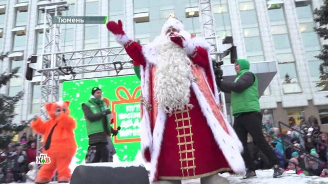 Танцуют все! Дед Мороз устроил музыкальный праздник вцентре Тюмени ираздал море подарков.НТВ.Ru: новости, видео, программы телеканала НТВ