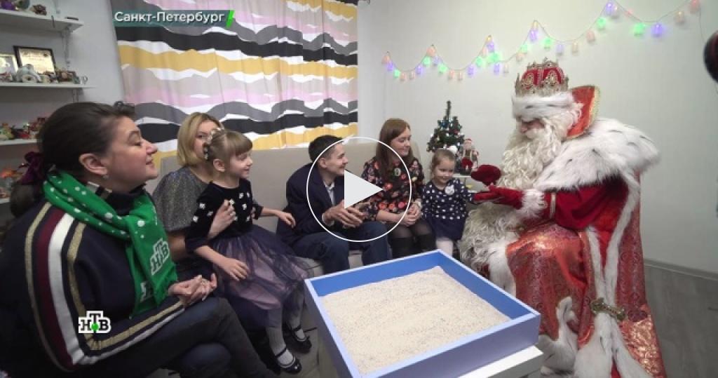 Дед Мороз растопил сердца жителей Северной столицы ирассказал освоем заветном желании