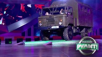«Сообразим по стаканчику»: <nobr>ГАЗ-66</nobr> проехался по дороге из стеклянных стаканов