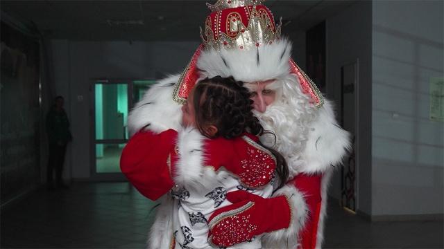 Подарки каждому ипраздник для всего города: второй день путешествия Деда Мороза вКрасноярске.НТВ.Ru: новости, видео, программы телеканала НТВ