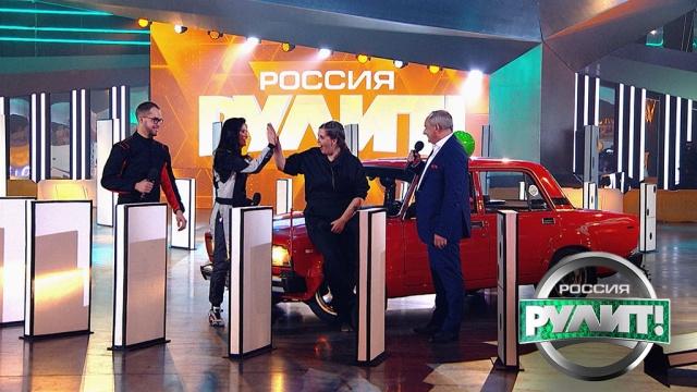 Трюк со шпажкой: участники должны собрать фрукты исъехать скачелей.НТВ.Ru: новости, видео, программы телеканала НТВ