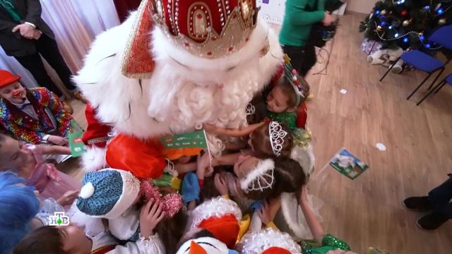 Новогодние чудеса вгороде на Неве: Дед Мороз привез праздник вСанкт-Петербург.НТВ.Ru: новости, видео, программы телеканала НТВ