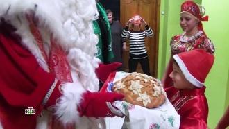 ВВоронеже Деда Мороза встречали скараваем, песнями иплясками
