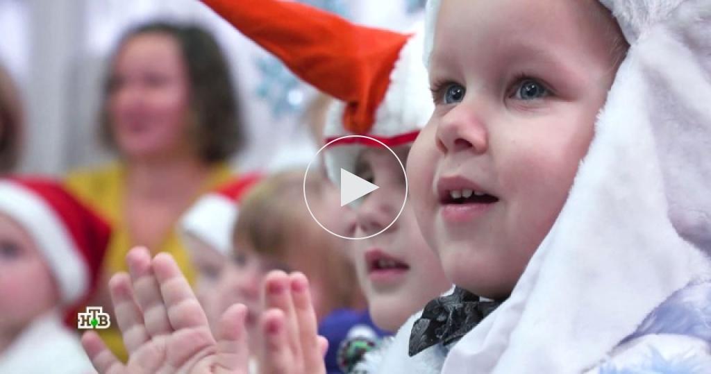 ВТуле Дедушка Мороз осчастливил гостинцами сотни детишек