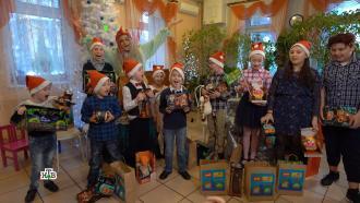 Дед Мороз икоманда НТВ подготовили новогодние сюрпризы для ребят из Новосибирска иПодмосковья