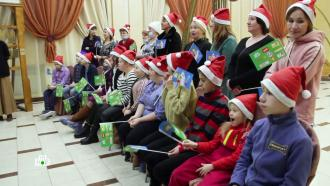 Дедушка Мороз по волшебным проводам передал новогодние подарки ребятам из Перми и<nobr>Санкт-Петербурга</nobr>