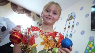 Подарки, сладости иволшебные сюрпризы: Дед Мороз икоманда НТВ поздравили детей из Якутска иМайкопа