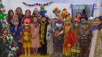 Памятные подарки идетский смех: Дед Мороз икоманда НТВ поздравили ребят вПерми, Кызыле иНижнем Новгороде