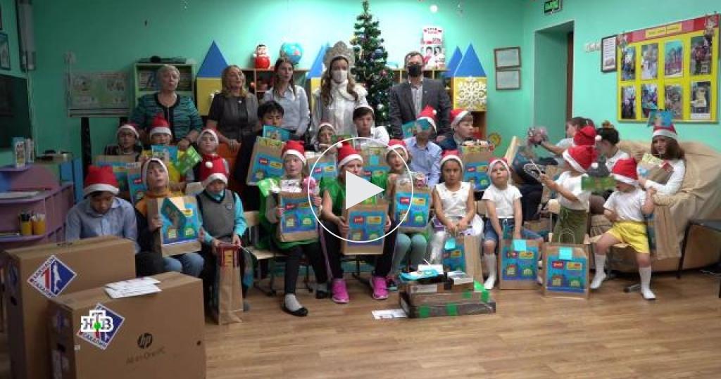 Продолжение сказочного путешествия Деда Мороза: сюрпризы для детей из Петербурга ис Сахалина